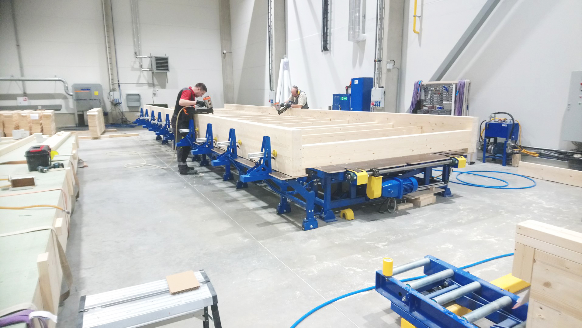 Modular houses assembly table